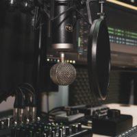 10 Essential Items To Set Up a Home Recording Studio
