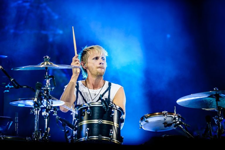 left-handed-drumming